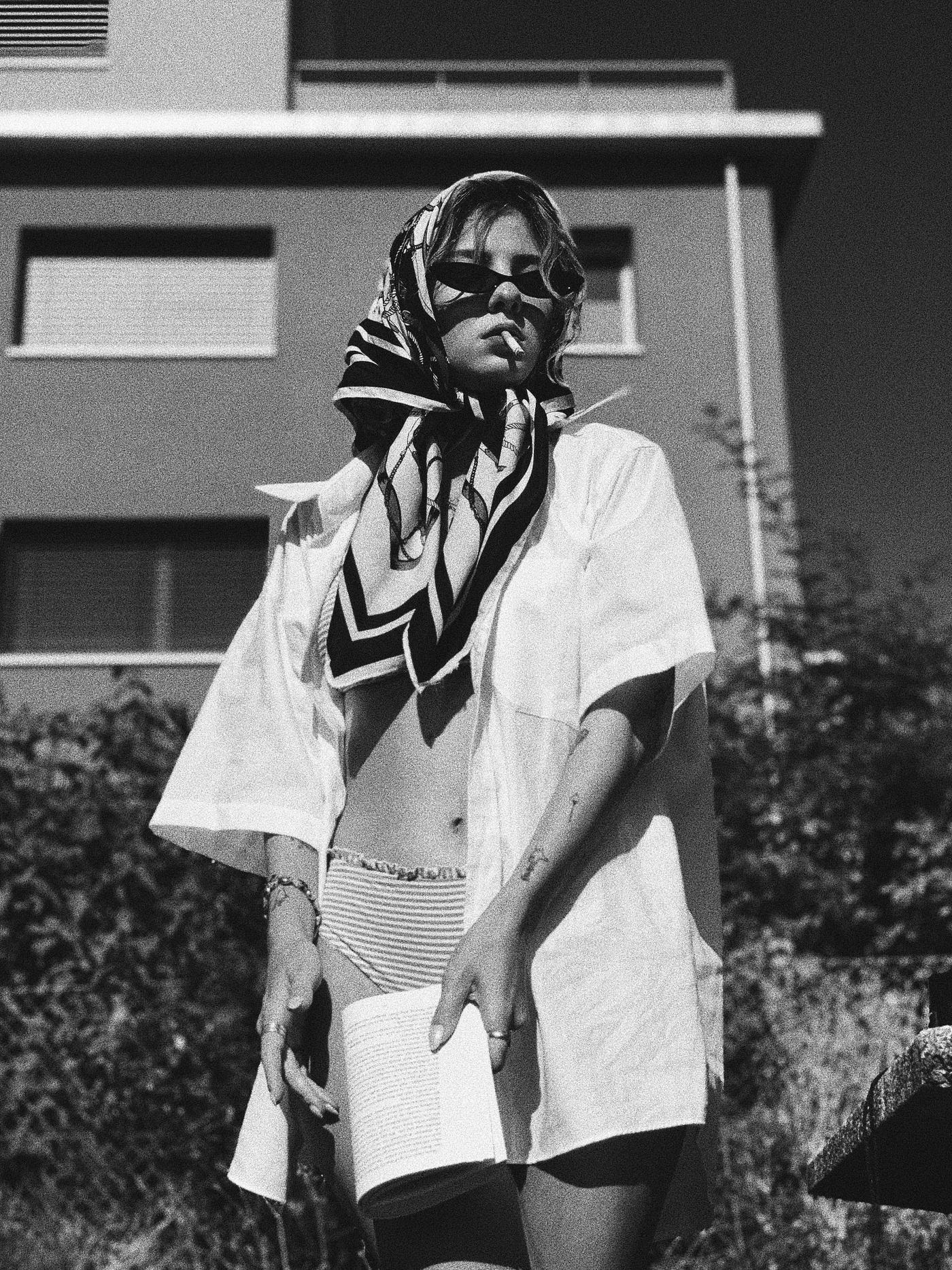 Retro Strandlook, mit Kopftuch & Hemd